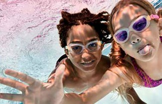 Children swiiming underwater